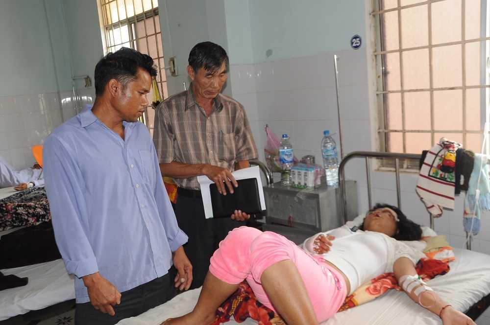 Hai xe may doi dau tren duong Ho Chi Minh, 5 nguoi thuong vong hinh anh 1