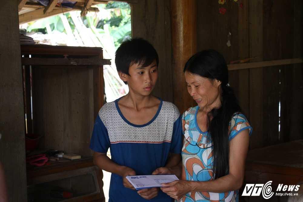 Hang cuu tro cua doc gia VTC News tiep tuc duoc trao cho nguoi dan mien Trung hinh anh 10