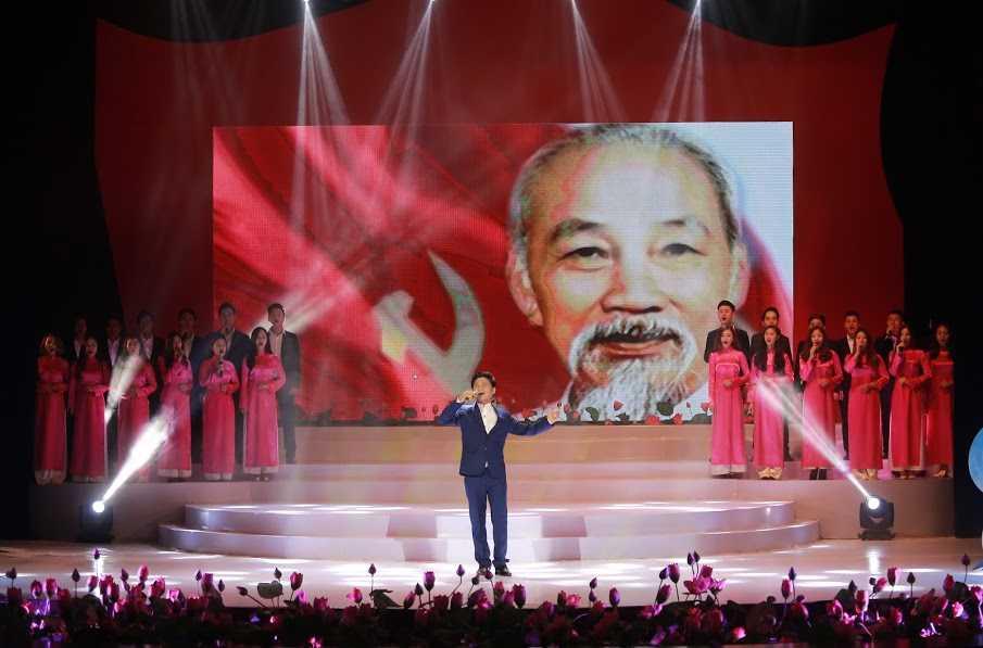"Khan gia xuc dong voi nhung cung bac cua ""Vang mai giai dieu To Quoc"" hinh anh 4"