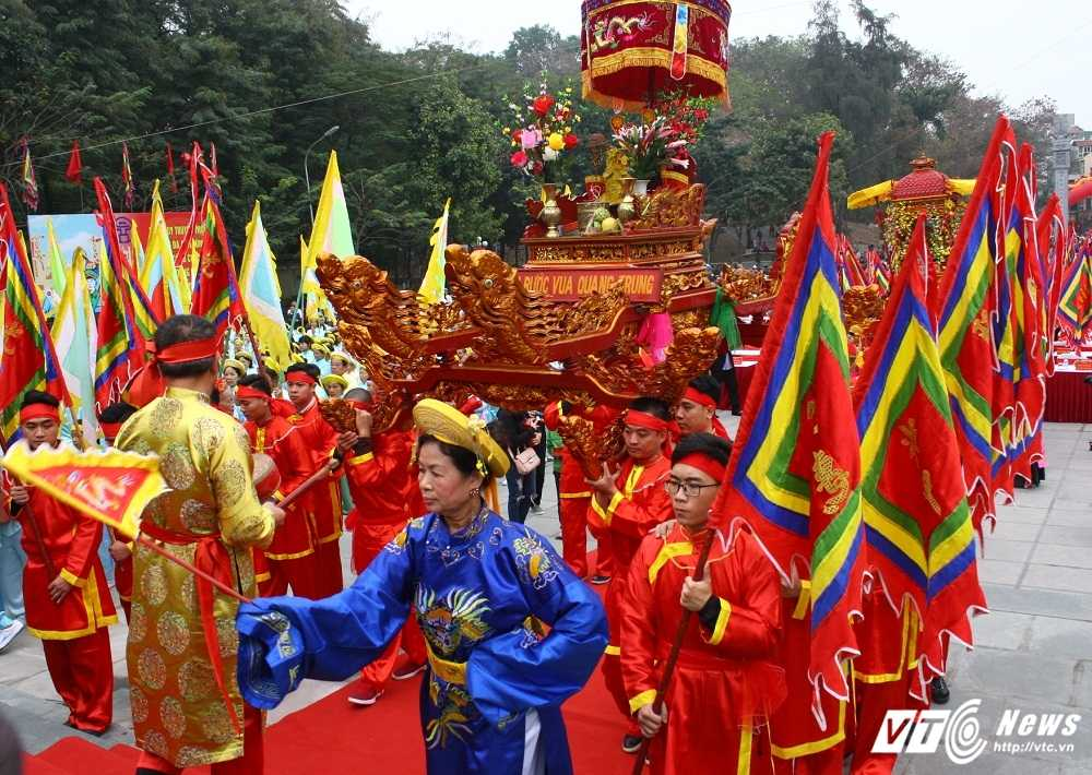 Thu tuong cung hang nghin nguoi dan tham du le hoi Go Dong Da hinh anh 2