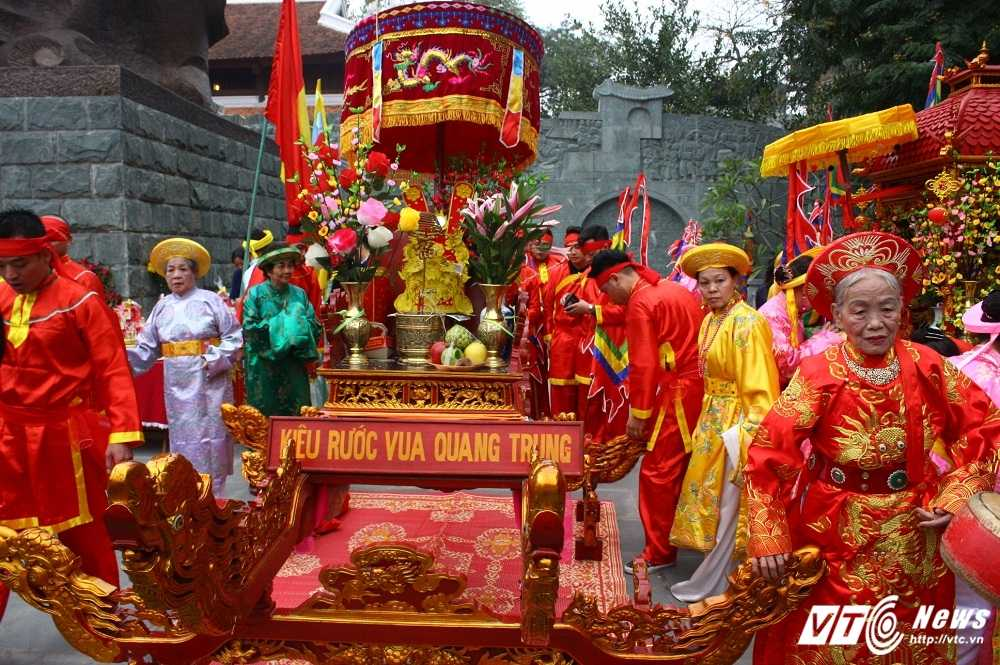 Thu tuong cung hang nghin nguoi dan tham du le hoi Go Dong Da hinh anh 3