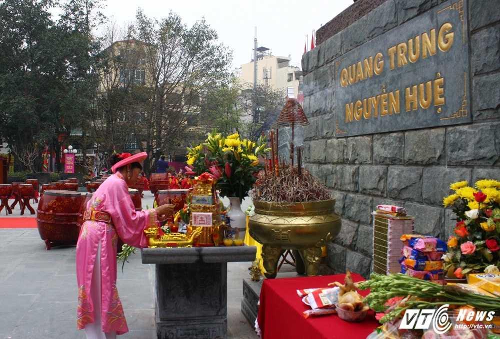 Thu tuong cung hang nghin nguoi dan tham du le hoi Go Dong Da hinh anh 1