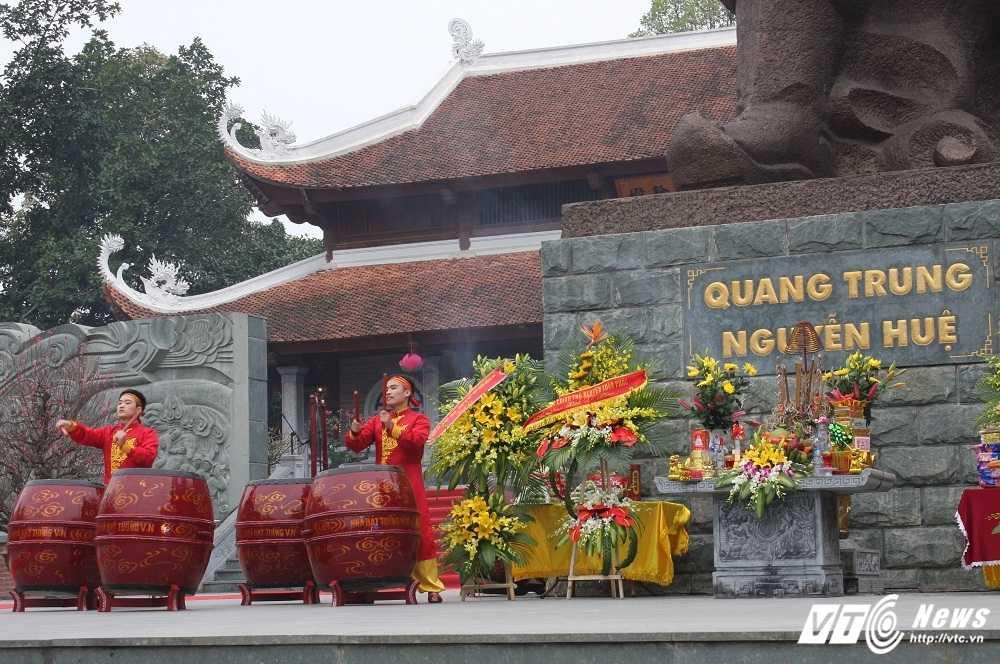 Thu tuong cung hang nghin nguoi dan tham du le hoi Go Dong Da hinh anh 7