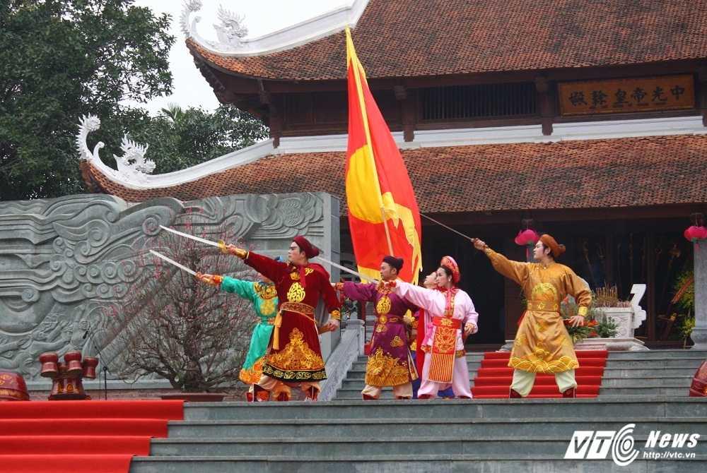 Thu tuong cung hang nghin nguoi dan tham du le hoi Go Dong Da hinh anh 8