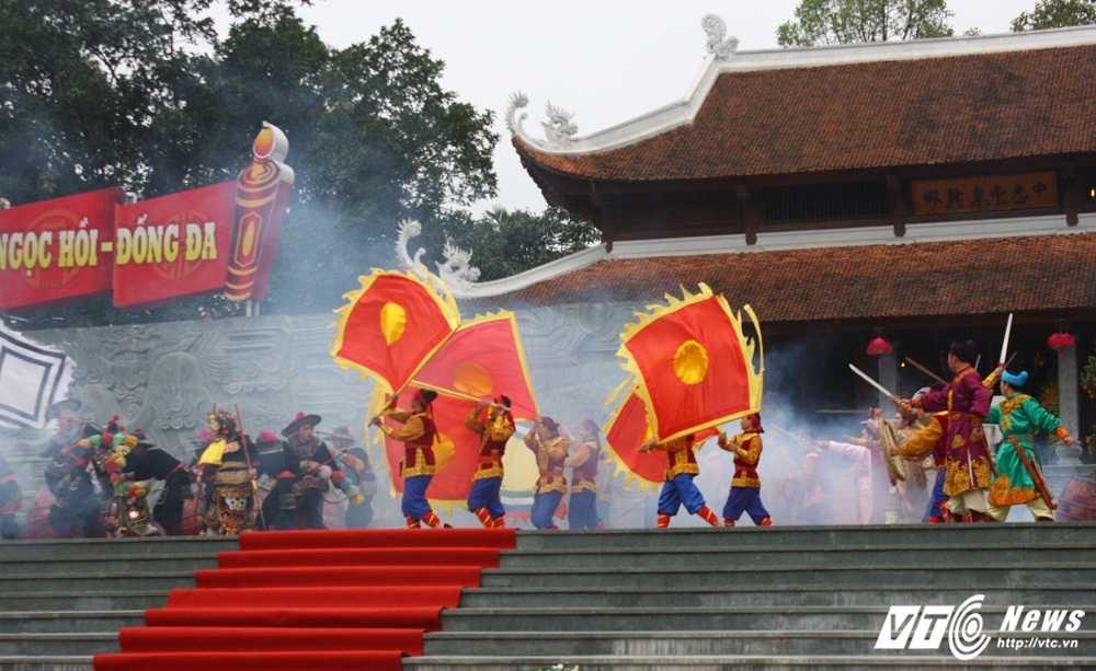 Thu tuong cung hang nghin nguoi dan tham du le hoi Go Dong Da hinh anh 9