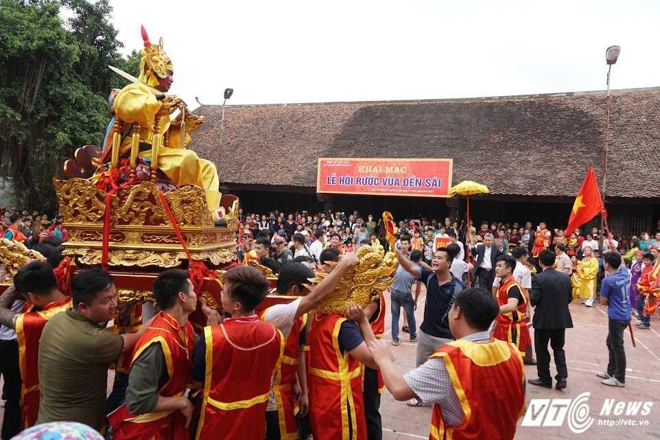 Phi xuong ruong bat loc vua ban trong le hoi ruoc vua den Sai hinh anh 14