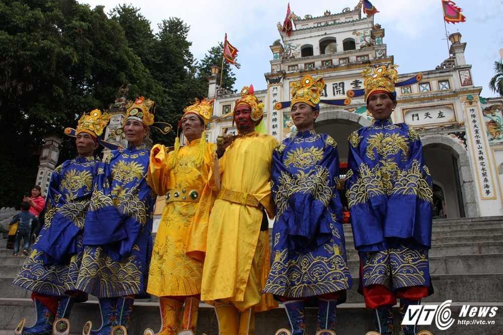 Phi xuong ruong bat loc vua ban trong le hoi ruoc vua den Sai hinh anh 3