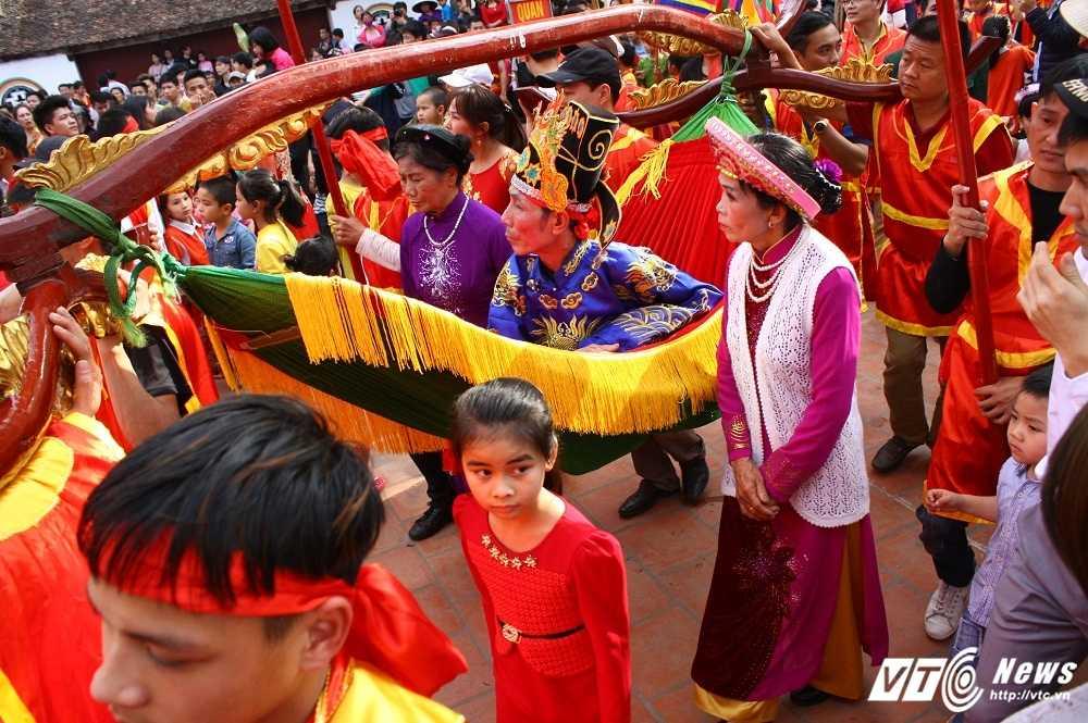 Phi xuong ruong bat loc vua ban trong le hoi ruoc vua den Sai hinh anh 9