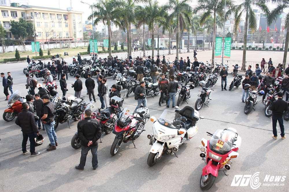 MC Anh Tuan cung 160 moto dieu hanh tuong nho nhac si Tran Lap hinh anh 1