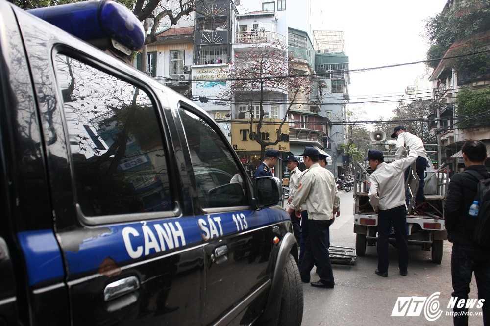 Ha Noi dep 'cuop' via he: Cai ket 'dang' cua tai xe o to di theo Google Map hinh anh 1