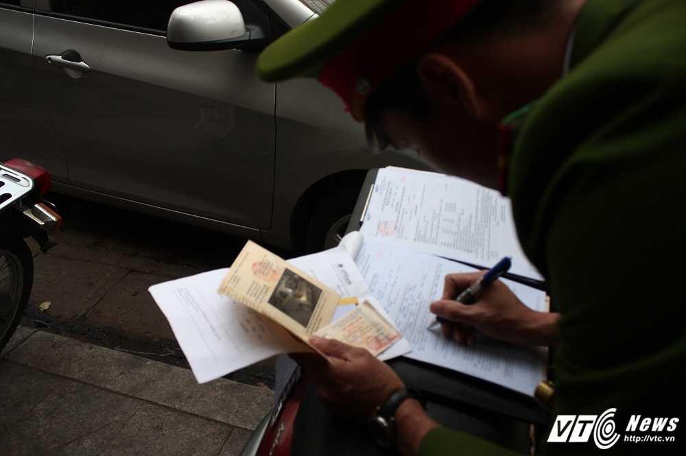 Ha Noi dep 'cuop' via he: Cai ket 'dang' cua tai xe o to di theo Google Map hinh anh 8