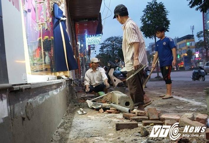 Ha Noi dep 'cuop' via he: Muon kieu bac tam cap tren 'con duong dat nhat hanh tinh' hinh anh 15