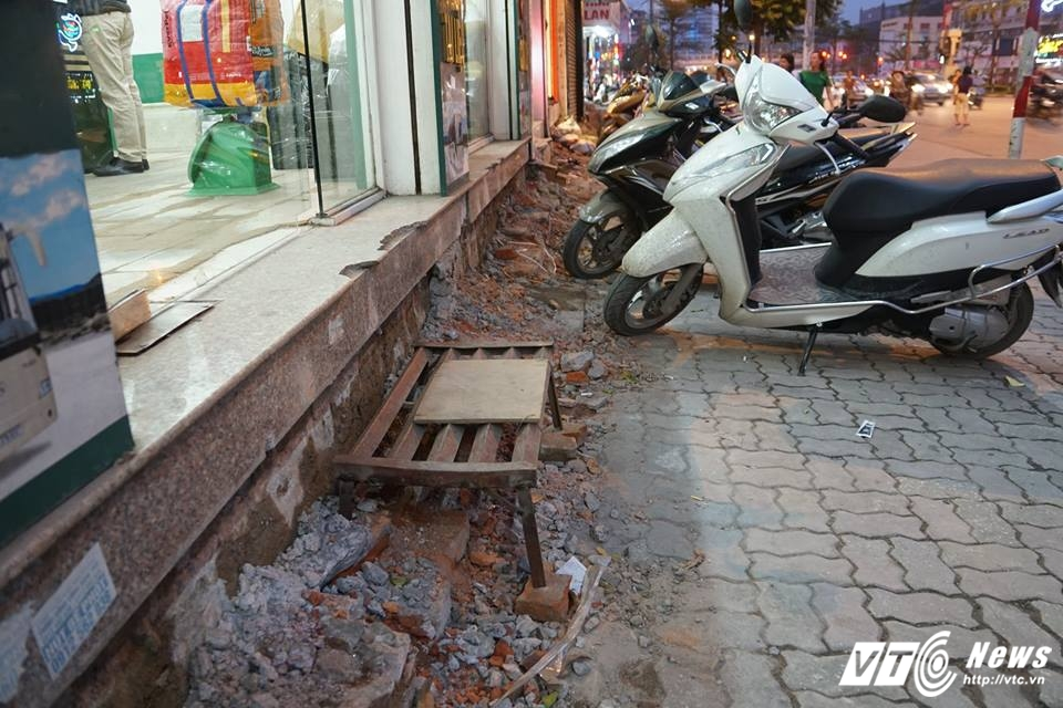 Ha Noi dep 'cuop' via he: Muon kieu bac tam cap tren 'con duong dat nhat hanh tinh' hinh anh 2