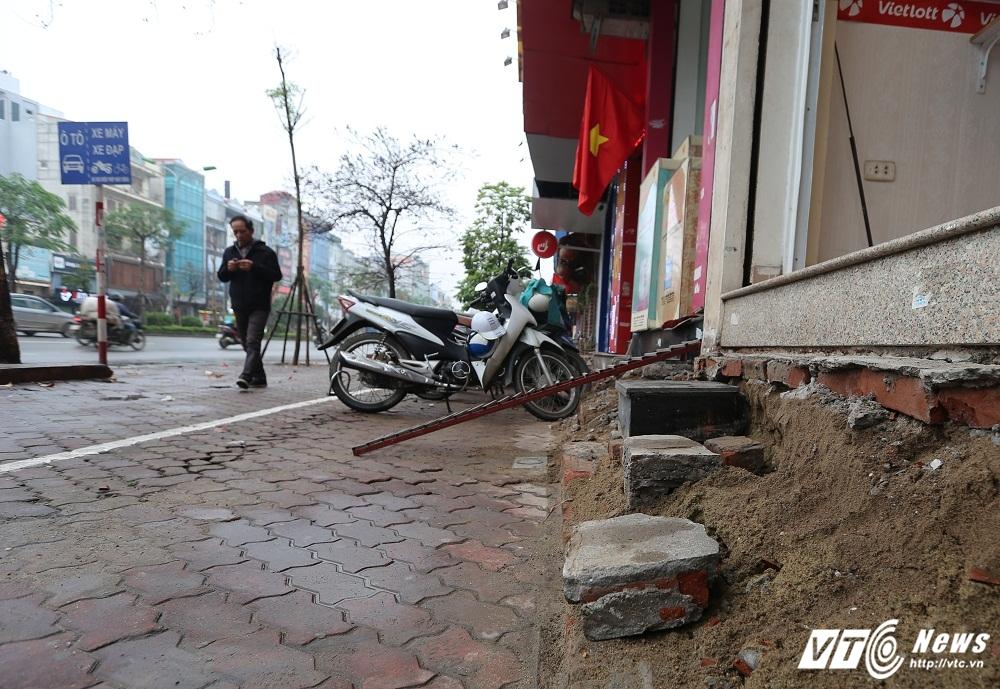 Ha Noi dep 'cuop' via he: Muon kieu bac tam cap tren 'con duong dat nhat hanh tinh' hinh anh 10