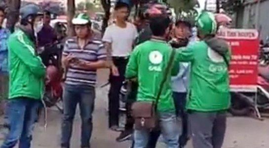 Bi xe om danh do tranh gianh khach, tai xe Grabbike goi dong nghiep den tra thu hinh anh 1