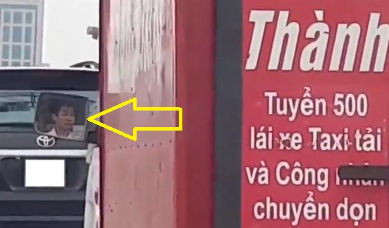 Video: Thot tim tai xe taxi tai ngu gat khi di tren duong vanh dai 3 hinh anh 1