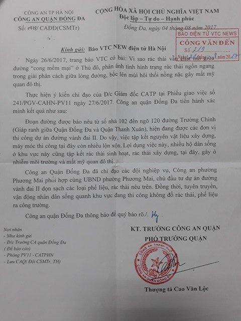 Rac thai chat nui giua duong 'cong mem mai' o Thu do: Cong an len tieng hinh anh 1