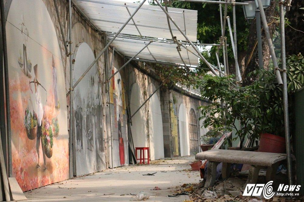 Pho bich hoa Phung Hung bien thanh bai trong xe nhech nhac hinh anh 8