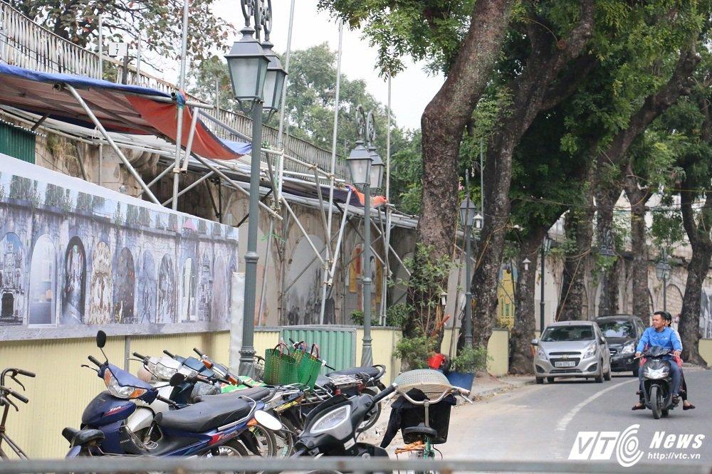 Pho bich hoa Phung Hung bien thanh bai trong xe nhech nhac hinh anh 2