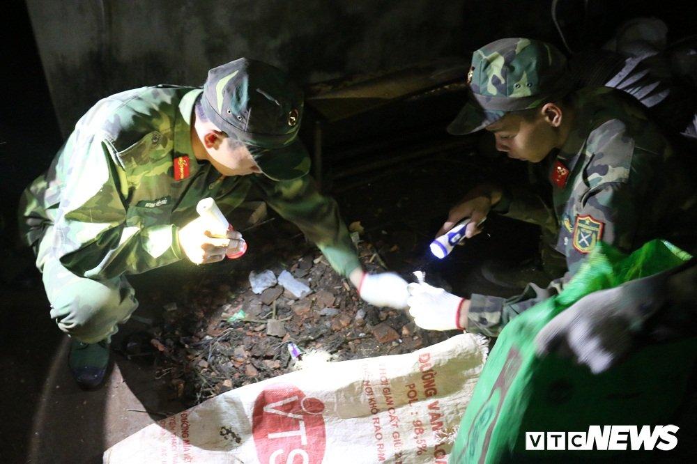 Anh: Cong binh soi den nhat dau dan thau dem sau vu no o Bac Ninh hinh anh 4