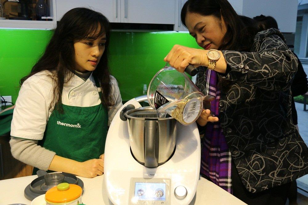 'Robot nau an' thong minh nhat the gioi ra mat tai Viet Nam hinh anh 1