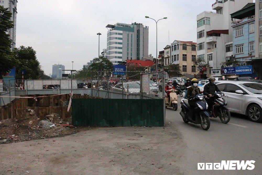 Anh: Pho phuong Ha Noi nhech nhac vi nhung cong trinh chay Tet hinh anh 2