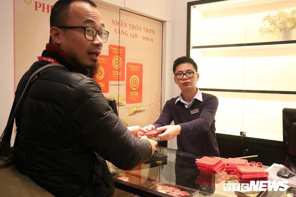 Khach den mua vang tang 40% trong ngay via Than Tai hinh anh 6