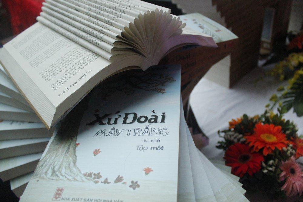 Ngay hoi sach Xuan 2018 thu hut dong dao doc gia Ha Noi hinh anh 2