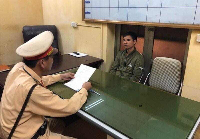 CSGT Ha Noi tom gon doi tuong truy na toi danh bac hinh anh 1