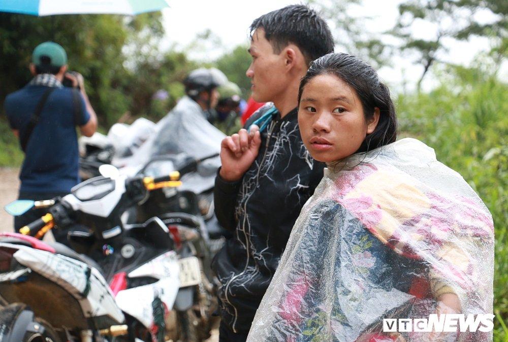 Anh: Sat lo khung khiep o Lai Chau, nguoi dan dam mua cho duoc ve nha hinh anh 9