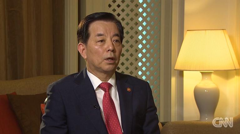 Bo truong Quoc phong Han Quoc: 'Kim Jong-un con qua tre va boc dong' hinh anh 1