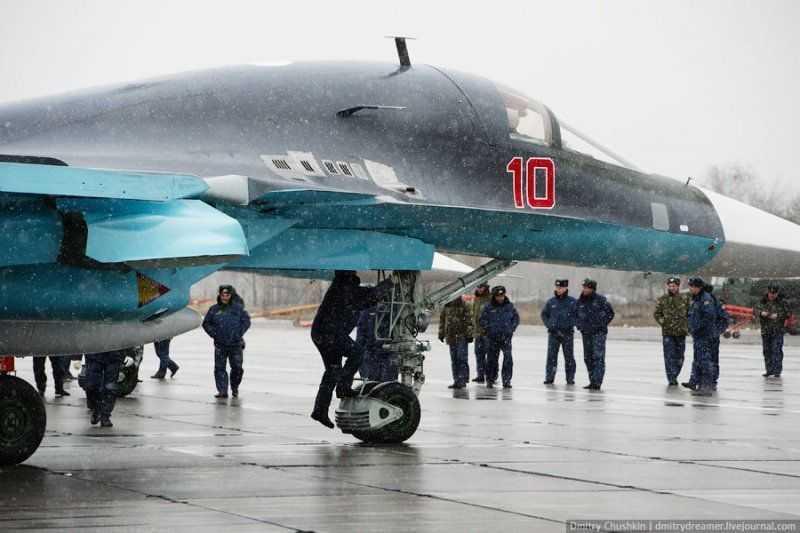 Dot nhap buong lai co mot khong hai tren 'Thu mo vit' Su-34 cua Nga hinh anh 2