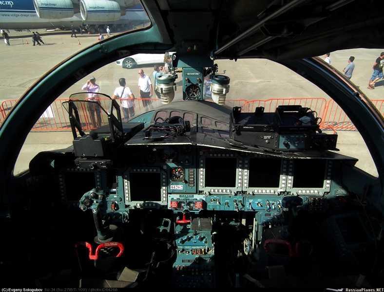 Dot nhap buong lai co mot khong hai tren 'Thu mo vit' Su-34 cua Nga hinh anh 4