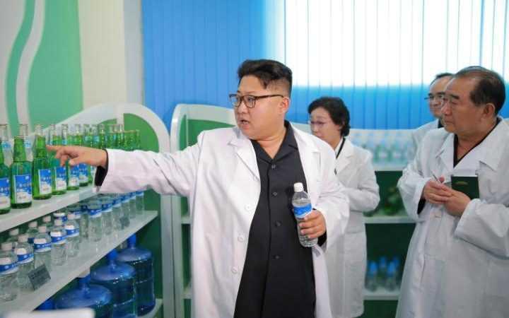 Quan chuc Trieu Tien dao tau tiet lo bi mat suc khoe Kim Jong-un hinh anh 1