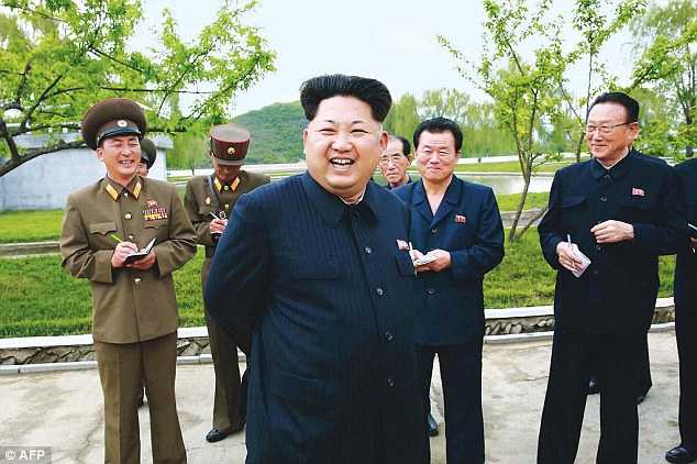Vang mat trong 2 su kien lon cua Trieu Tien, ong Kim Jong-un bi nghi mac trong benh hinh anh 1