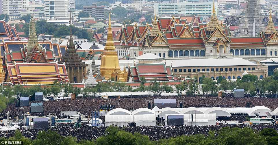 150.000 nguoi Thai Lan hat vang quoc ca tuong nho Quoc vuong qua co hinh anh 3