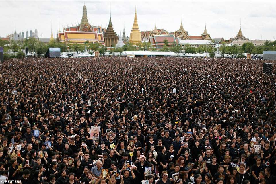 150.000 nguoi Thai Lan hat vang quoc ca tuong nho Quoc vuong qua co hinh anh 1