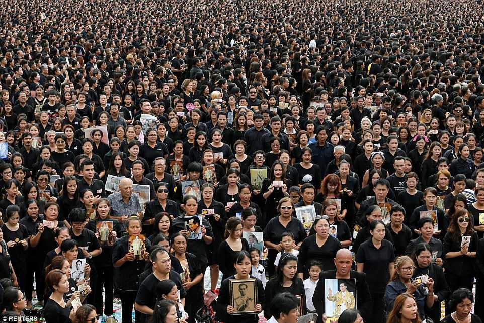150.000 nguoi Thai Lan hat vang quoc ca tuong nho Quoc vuong qua co hinh anh 2