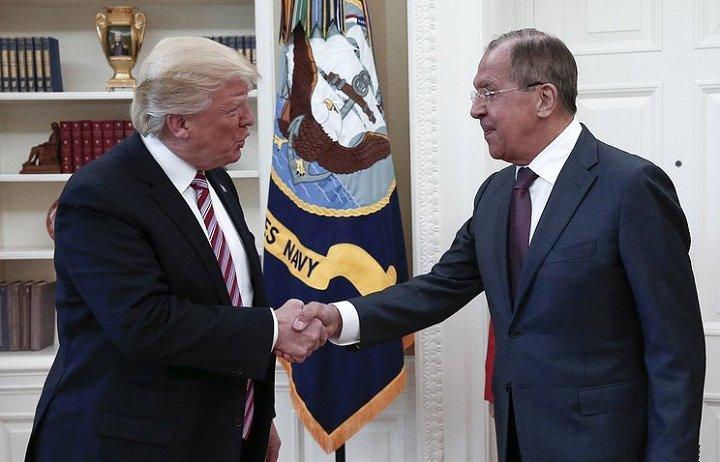 Neu de lo tin tinh bao cho Nga, ong Trump co pham luat khong? hinh anh 1