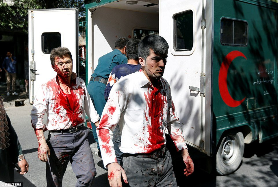 Video, anh: Danh bom khung khiep o khu vuc ngoai giao Afghanistan, it nhat 80 nguoi chet hinh anh 1