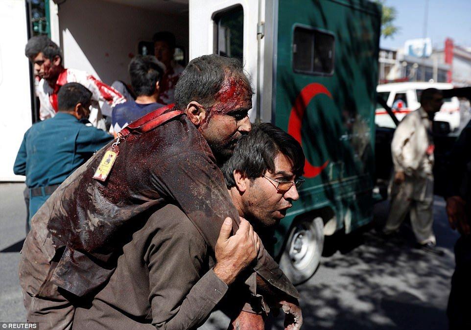 Video, anh: Danh bom khung khiep o khu vuc ngoai giao Afghanistan, it nhat 80 nguoi chet hinh anh 4