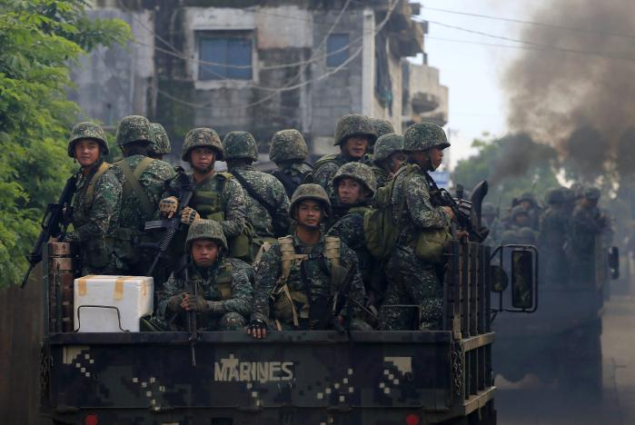 Tuong Philippines: Khung bo than IS chi con kiem soat 20% Marawi hinh anh 1