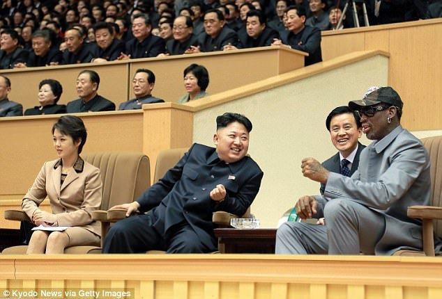 Ban than ong Kim Jong-un ke chuyen 2 nguoi di hat karaoke o Trieu Tien hinh anh 1