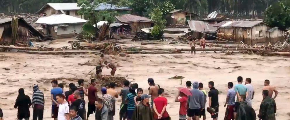 Philippines tan hoang sau bao Tembin: Ca ngoi lang bi xoa so, hon 200 nguoi thiet mang hinh anh 11