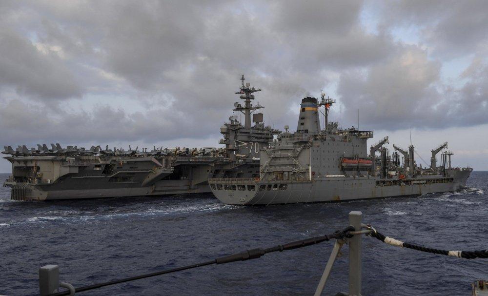Can canh 2 chien ham My se cung tau san bay USS Carl Vinson den Viet Nam hinh anh 3