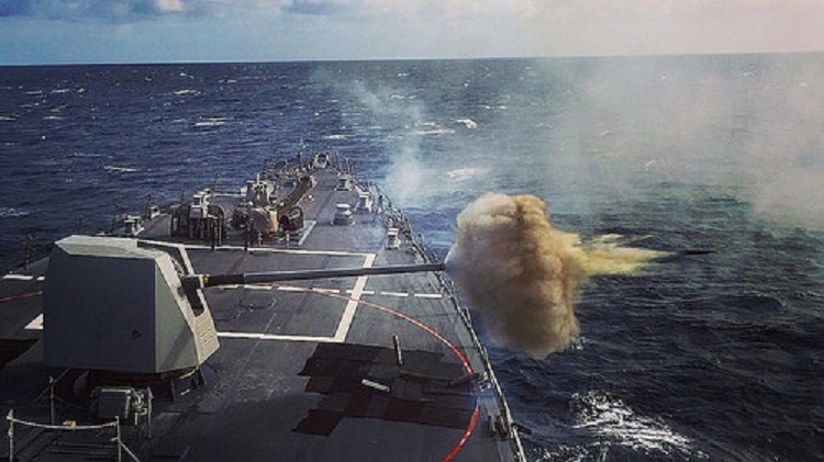 Can canh 2 chien ham My se cung tau san bay USS Carl Vinson den Viet Nam hinh anh 4