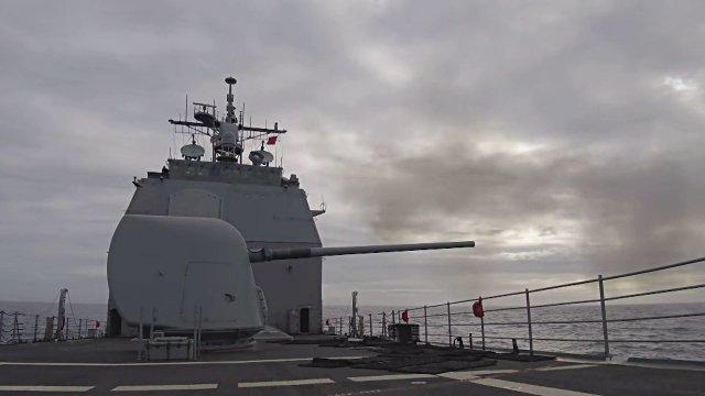 Can canh 2 chien ham My se cung tau san bay USS Carl Vinson den Viet Nam hinh anh 7