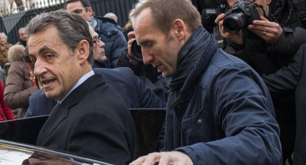 Cuu Tong thong Phap Nicolas Sarkozy bi bat giu hinh anh 1