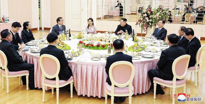 Quan chuc Han Quoc khuyen ong Kim Jong-un bo thuoc la hinh anh 1