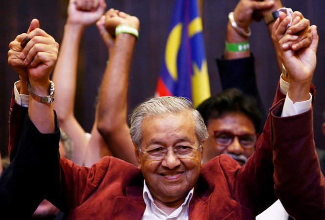 Thang cu o tuoi 92, ong Mahathir Mohamad tro thanh thu tuong gia nhat the gioi hinh anh 1